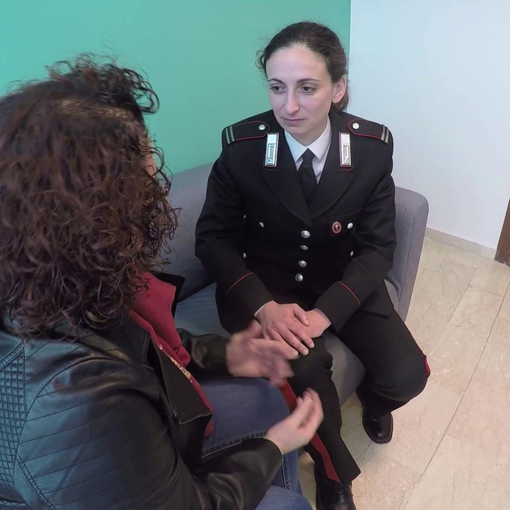 I Carabinieri di Merì hanno arrestato un uomo per incendio, tentato omicidio, maltrattamenti in famiglia e lesioni personali nei confronti della ex compagna