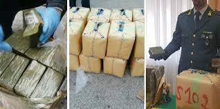 GUARDIA DI FINANZA DI NAPOLI. SEQUESTRATI 8000 KG. DI HASHISH. ARRESTATO UN RESPONSABILE