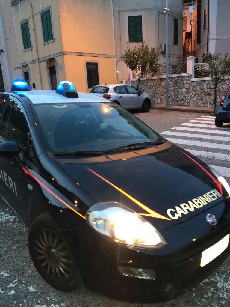 Aggredisce la convivente e viene arrestato dai Carabinieri avvertiti dalla figlia di 6 anni