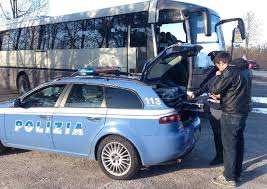 La Polizia di Stato sequestra pullman senza assicurazione che trasportava studenti in gita scolastica. Immediato il fermo amministrativo del mezzo