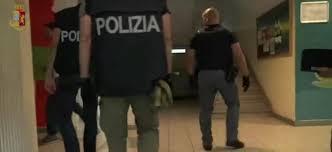 La Polizia di Stato di Trento ha arrestato 13 centroafricani richiedenti asilo ed un italiano, responsabili del traffico di sostanze stupefacenti. Le indagini avevano già portato all´arresto di altri 16 nigeriani ed all´esecuzione di diverse perquisizioni e divieti di dimora nelle province di Trento, Verona e Ferrara