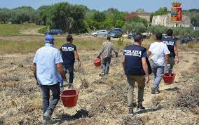 TRAPANI: OPERAZIONE DELLA POLIZIA DI STATO CONTRO IL CAPORALATO. ARRESTATE DUE PERSONE E SEQUESTRATI TRE TERRENI AGRICOLI