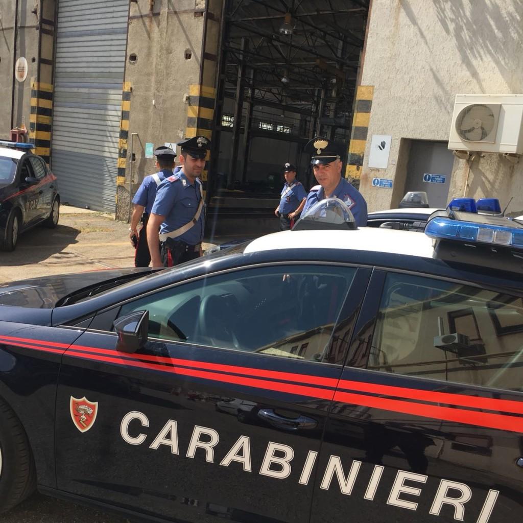 Carabinieri Nucleo Radiomobile – Messina: sorpresi in un Rave Party con alcol e droga all'interno di un capannone delle FFSS – denunciati 42 giovani