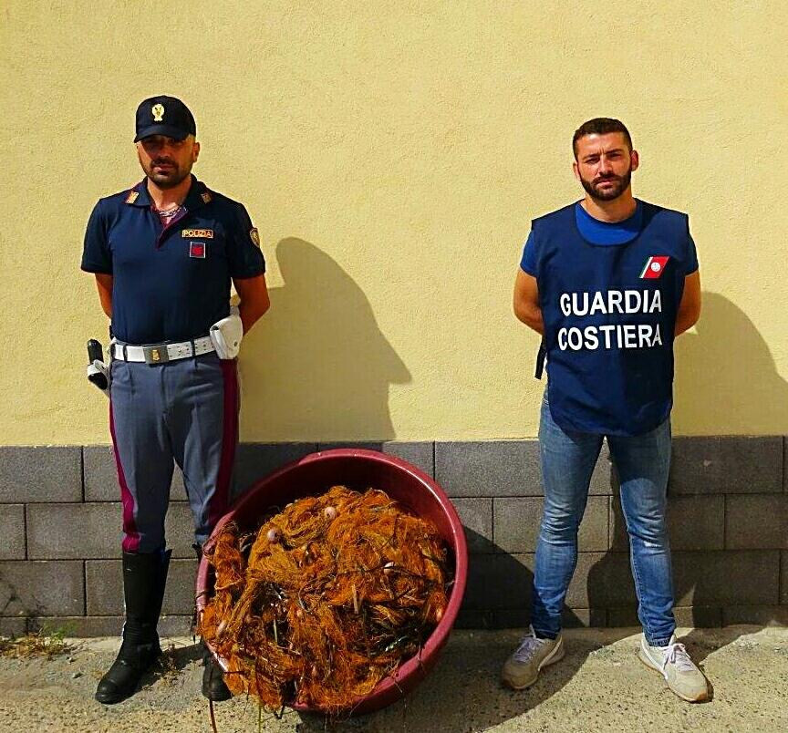 La Polizia di Stato collabora all'attività di contrasto della pesca di frodo in località San Giorgio di Gioiosa Marea.  Sequestrate reti, pesce e natante