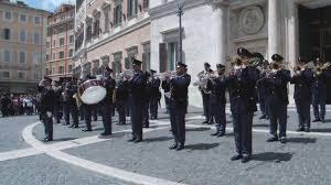 A Piazza Montecitorio si è esibita la fanfara della polizia di Stato
