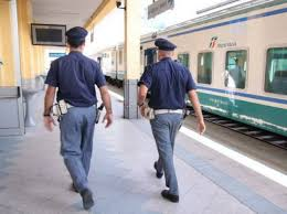 La Polizia di Strato arresta tre persone, ne denuncia quattro e sottopone a controllo due noti esercizi commerciali della riviera messinese.