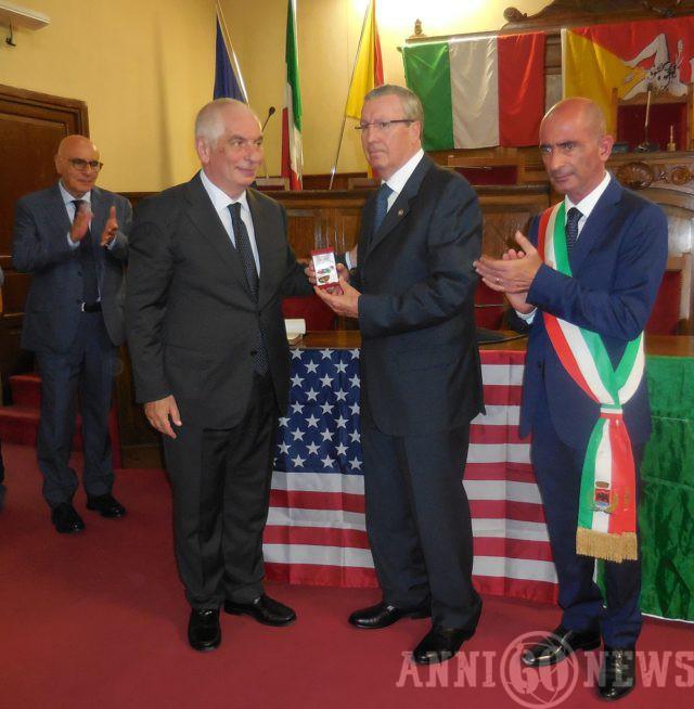 Cerimonia di consegna cittadinanza onoraria al dottor Carmine Russo