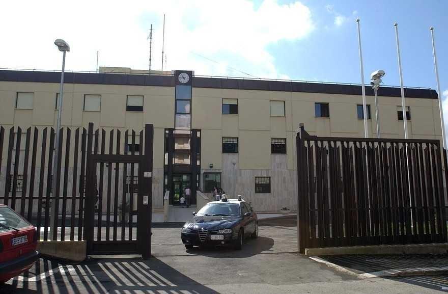 Aprilia , lerttura sospetta  con targa straniera segnalata ai carabinieri