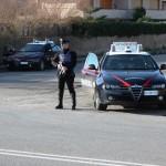 Fugge a un posto di controllo perché senza patente e assicurazione: denunciato dai carabinieri