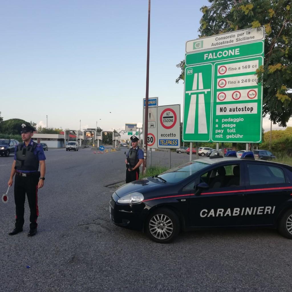 I Carabinieri della Stazione di Falcone hanno arrestato un 36 enne di Oliveri per estorsione aggravata ed altri reati nei confronti del padre e del fratello