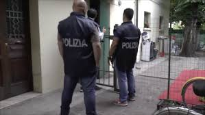 """La Polizia di Stato di Reggio Emilia arresta tre presunti trafficanti di esseri umani. OPERAZIONE """"RUTHLESS"""""""