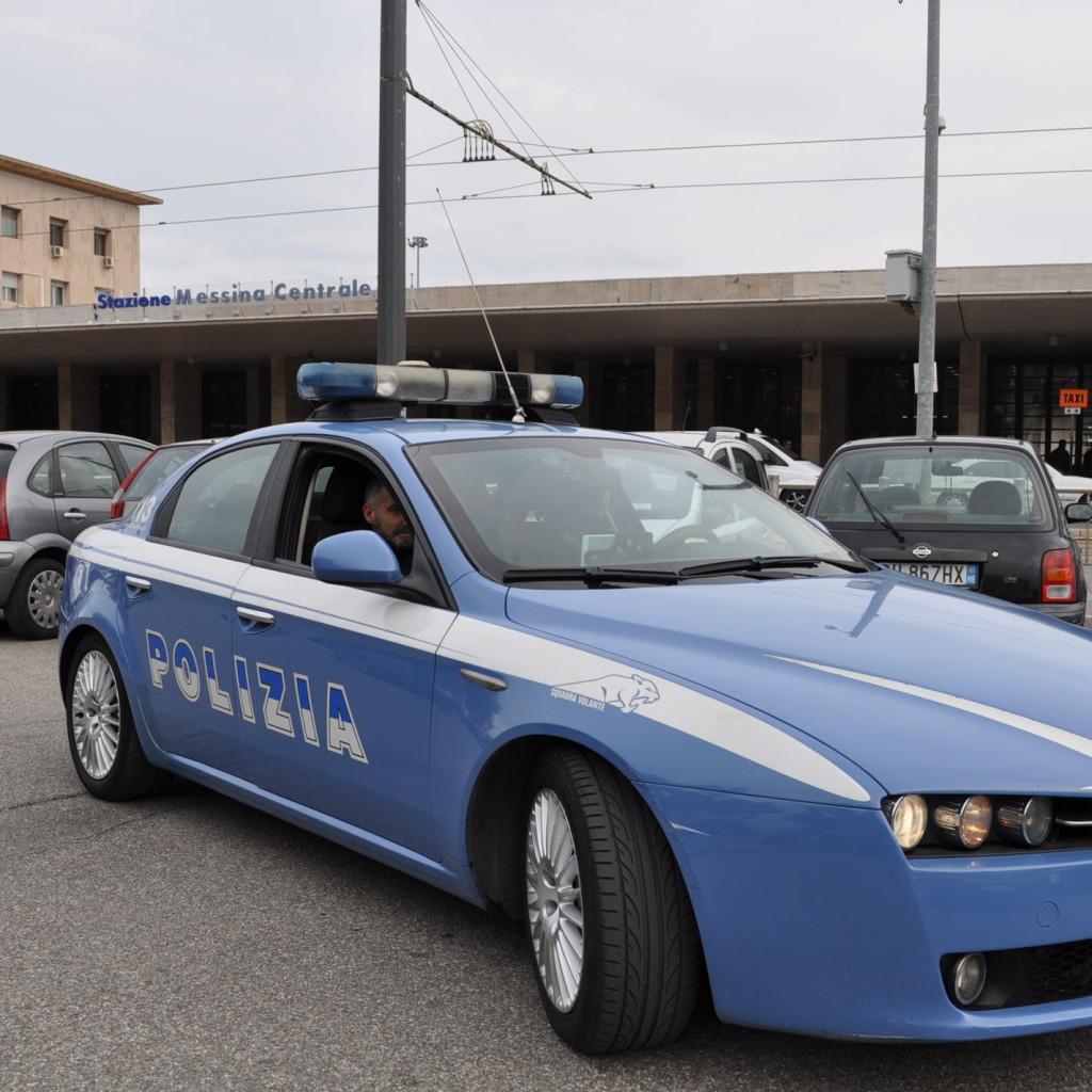La Polizia di Stato frena l'esagitazione di un giovane nigeriano: le Volanti della Questura di Messina lo arrestano nella serata di ieri.