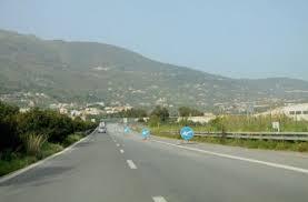 Autostrada Messina-Catania. Avviati i lavori di potatura ed abbattimento degli alberi pericolanti, secchi, caduti e bruciati in entrambe le direzioni di marcia