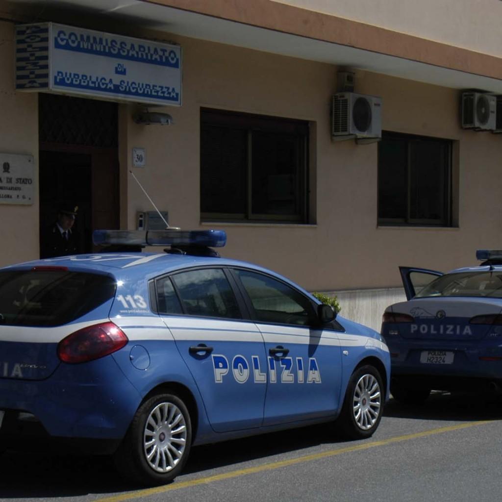 La Polizia d Stato esegue misura cautelare degli arresti domiciliari a carico di un 50enne. Tentata estorsione e minacce i reati contestati
