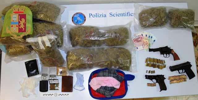 Servizi antidroga. La Polizia di Stato sequestra cocaina e marijuana a Santa Lucia Sopra Contesse. Due gli arresti, una persona denunciata