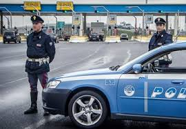 Napoli, la Polizia Stradale arresta 5 persone per furto aggravato