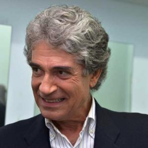 """Gianfranco Jannuzzo e """"Il Berretto a sonagli"""", l'ipocrisia dell'apparire"""
