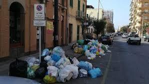 Domani 1 novembre sospeso il servizio di raccolta dei rifiuti