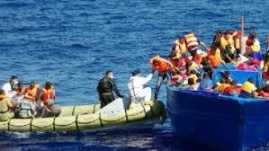 La Polizia di Stato ha sottoposto a fermo due scafisti algerini di 25 e 27 anni per aver condotto in Italia 30 migranti a bordo di un gommone