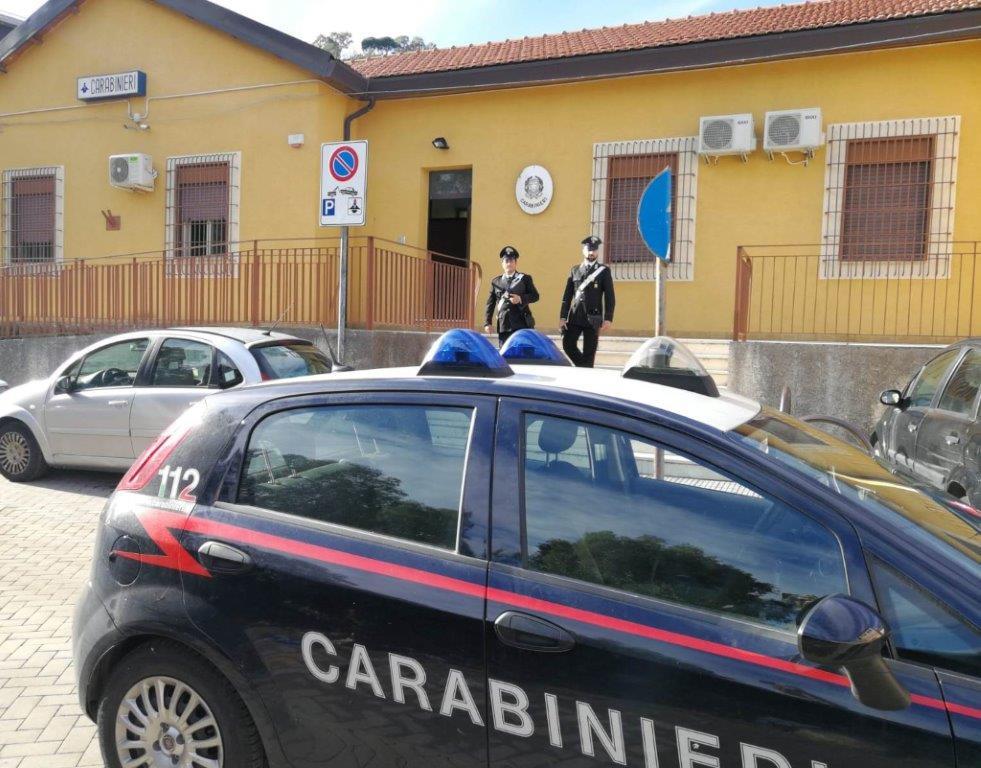 Barcellona P.G.(ME): i Carabinieri recuperano una donna smarrita nell'alveo del torrente Mazzarrà