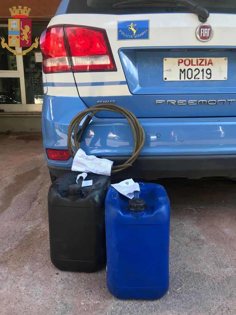 Arrestato dalla Polizia di Stato 44enne di Palermo, trafugava gasolio da mezzi in sosta in un'area di servizio dell'A20. Sequestrata altresì un'ambulanza: era priva di assicurazione e di autorizzazione sanitaria