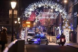 E' caccia all'uomo dopo l'attentato di ieri sera a Strasburgo. Il bilancio dell'attacco è di 3 morti e 12 feriti tra cui un reporter italiano