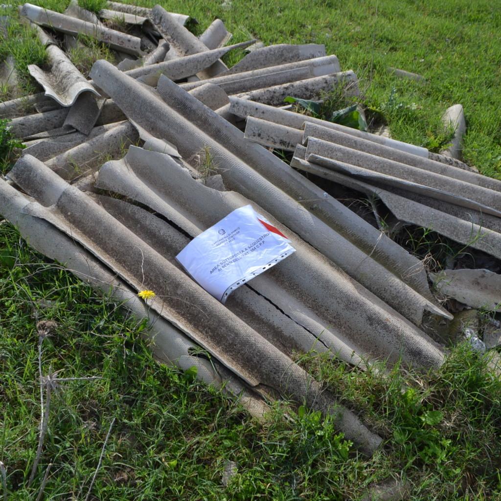 Gestione illecita e abbandono di rifiuti. Sequestri e denunce della Guardia Costiera