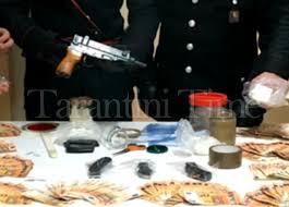 Castellana Grotte (BA). Arrestato 39enne dai Carabinieri. Custodiva droga, una mitraglietta Skorpion clandestina e 10.000,00 euro in contanti