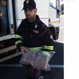 La Polizia di Stato sequestra tritato, salsiccia, bistecche, hamburger, braciole, salmone, gamberi…in pessimo stato di conservazione. 500 kg di prodotti avariati