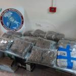 Due arresti per la Squadra Mobile della Questura di Messina impegnata nell'attività di contrasto allo spaccio di sostanze stupefacenti. Settimo Daniele custodiva in casa 20 kg di marijuana; Alati Carmelo 200 grammi.