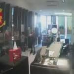 Pescara, arrestati due giovani per un colpo a gioielleria