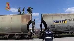 Verona, rintracciati in stazione 7 profughi all'interno di una cisterna contenente mais