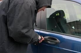 Messina: Arrestato dai Carabinieri mentre tenta di rubare un auto in sosta