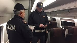 Fiumefreddo di Sicilia, si aggrappa ad un treno in transito: denunciato dalla Polizia