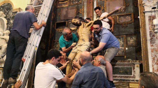 A Milazzo si procede con il restauro del Crocifisso della Chiesa di San Papino