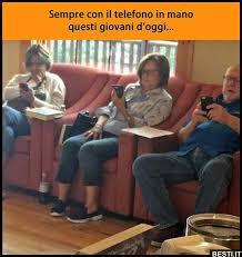 SINDROME DA TELEFONINO: UNA VERA MALATTIA DA DIPENDENZA? SEMBREREBBE DI SI' E CREEREBBE ISOLAMENTO PSICHICO E MENTALE