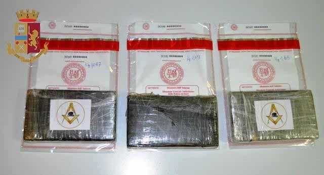La Polizia di Stato arresta sessantunenne. Trasportava oltre tre chili di cocaina