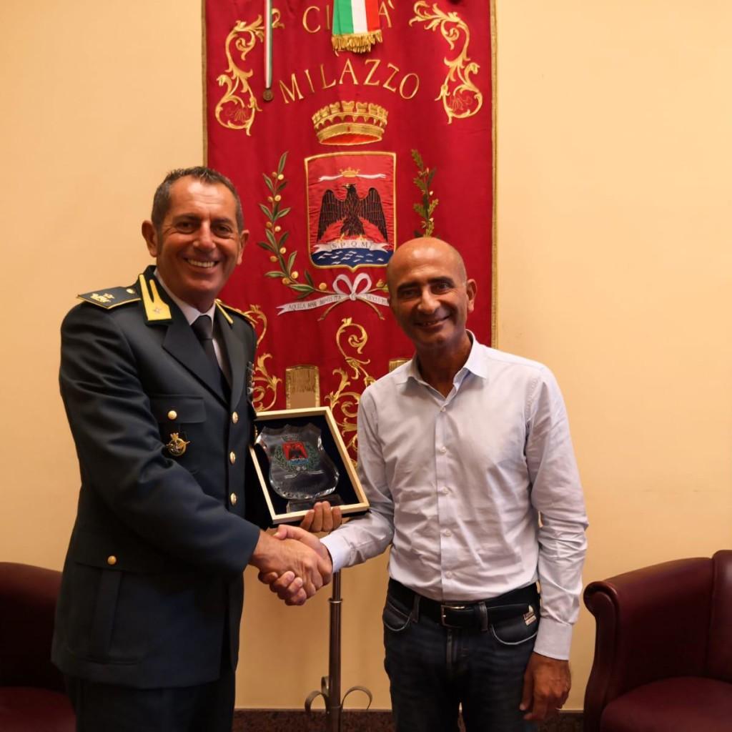 Il comandante della Gdf lascia Milazzo. Visita di commiato al sindaco