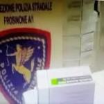 La Polizia Stradale di Frosinone ha arrestato due persone ritenute responsabili di furto aggravato di farmaci salvavita sottratti alla farmacia interna dell'Ospedale  di Osimo (AN)