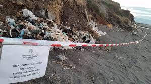 Deposito/abbandono di rifiuti presso il litorale ricadente lungo la riviera di Ponente del Comune di Milazzo (ME)