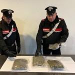 Torrenova (ME): Due corrieri della droga fuggono ad un posto di controllo causando un incidente stradale. Arrestati dai Carabinieri che sequestrano 1 kg di marijuana