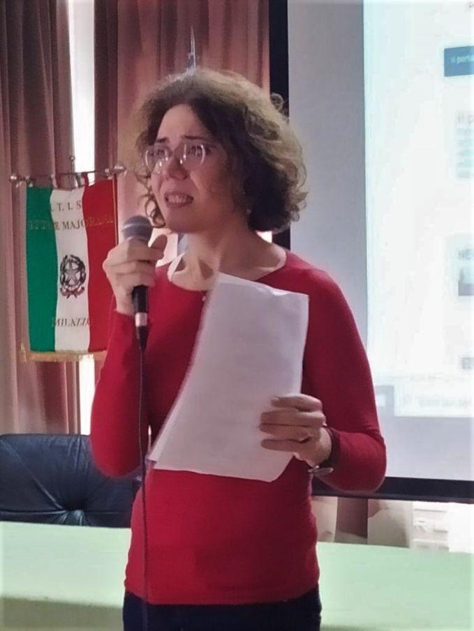 """Benedetta Tobagi, autrice del libro """"Piazza Fontana, il processo impossibile"""", festeggia il suo compleanno all' ITT E. Majorana di Milazzo"""