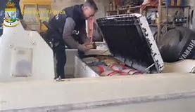 LECCE: SEQUESTRATA PIU' DI MEZZA TONNELLATA DI DROGA PROVENIENTE DALL'ALBANIA. ARRESTATO UN SOGGETTO DI ORIGINE SALENTINA TROVATO IN POSSESSO ANCHE DI ARMI