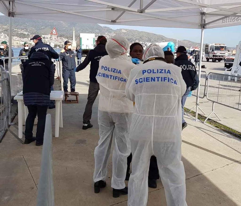 Sbarco del 13 febbraio. Polizia di Stato e Guardia di Finanza identificano e sottopongono a fermo i presunti scafisti