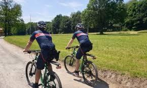 """""""Carabinieri Forestali, controlli in mountain bike nelle aree naturali. Servizio velomontato Parco Pineta di Appiano Gentile e Tradate"""""""