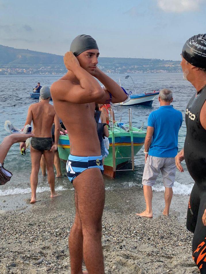 Enrico Bambara ha partecipato alla Traversata dello Stretto di Messina. Un'emozione unica