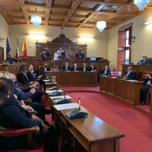Si è insediato a palazzo dell'Aquila il nuovo consiglio comunale.  Rinviata la votazione per il presidente