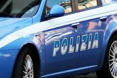 La Polizia arresta cognato violento. Aggredisce il parente per strada e gli strappa via dal collo le collanine